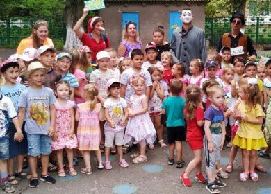Волонтёры Благотворительного фонда «Витязь» совместно со студентами ГОУ ВПО ГИИЯ устроили настоящий праздник для детей МДОУ 82 «Ромашка»