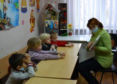 Школа раннего эстетического развития познакомила малышей со стихотворением «Мир-Божьих рук создание»